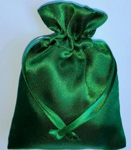 Saculet verde folosit la vraji pentru bani